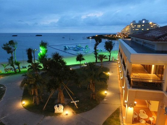 ANA InterContinental Manza Beach Resort: Beach at night