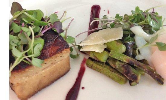 Peter Shields Inn & Restaurant: 63 degree Egg with Braised Pork Belly, Grilled Asparagus