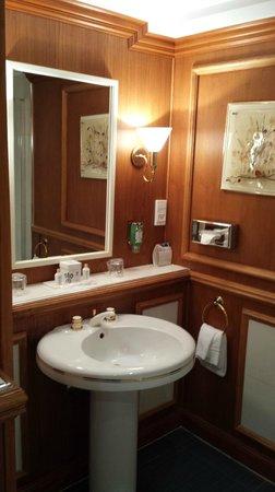 Hostellerie La Cheneaudiere - Relais & Chateaux: Salle d'eau les fougères