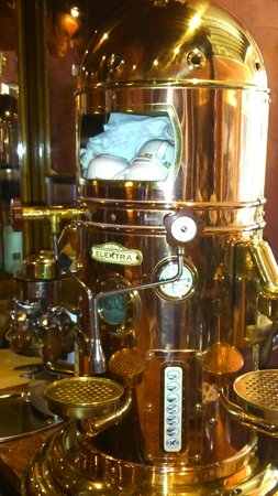 Al Ponte Antico Hotel: Coffee machine close up