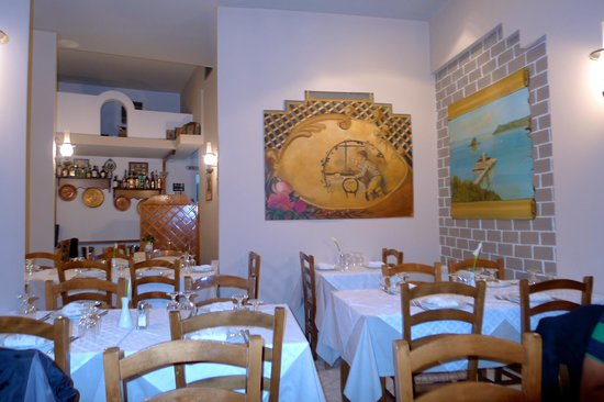 Arsenis Taverna: Main dining room