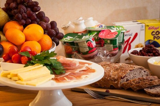 The Cedars Guest House: Breakfast Buffet