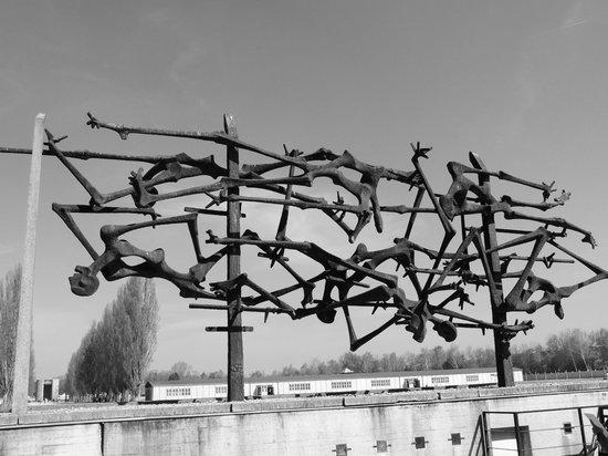 KZ-Gedenkstätte Dachau: Memorial sobre a união dos prisioneiros