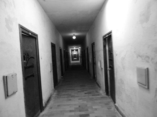 KZ-Gedenkstätte Dachau: Corredores das celas