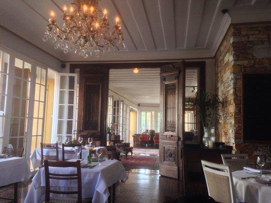Senhora do Rosario: Entrada do hotel para o restaurante