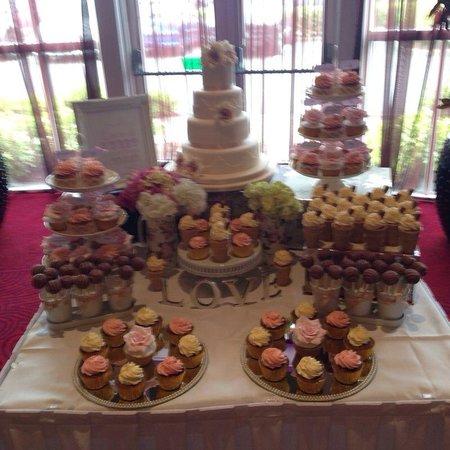 Knightsbrook Hotel & Golf Resort: Cake table