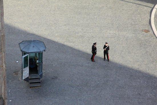 Colonna Palace Hotel: Blick aus der 5ten Etage auf den Vorplatz