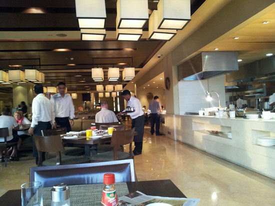 The Lalit New Delhi: wonderful breakfast...and lunch and dinner buffet ,ala carte all restaurant!