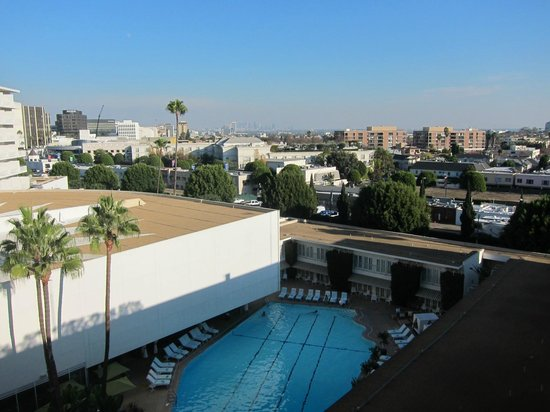 The Beverly Hilton : Outside view
