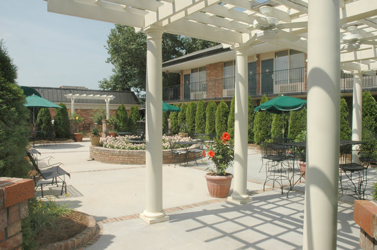 Lafayette Garden Inn & Conference Center: PERGOLA