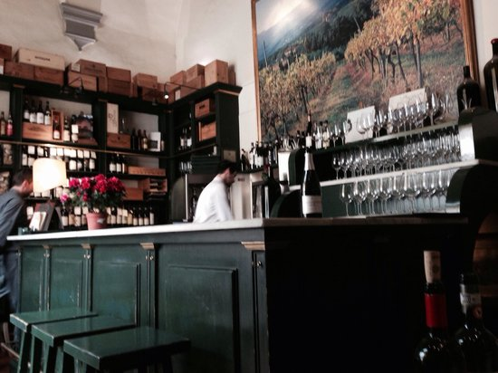 Enoteca Pitti Gola e Cantina: A well stocked wine bar.