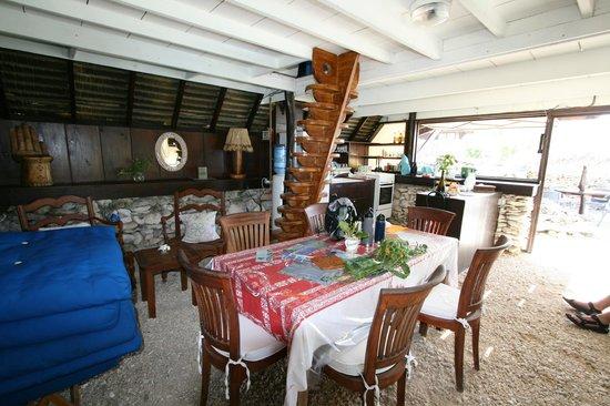 Vahaui Paradis : kitchen/living room