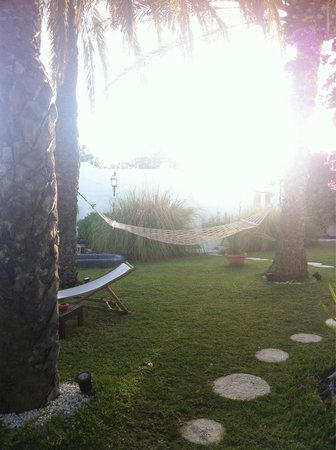 Birdcage Resort Gay Lifestyle Hotel : Outside relaxing area