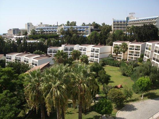 Horus Paradise Luxury Resort: можно жить в корпусах в парковой зоне