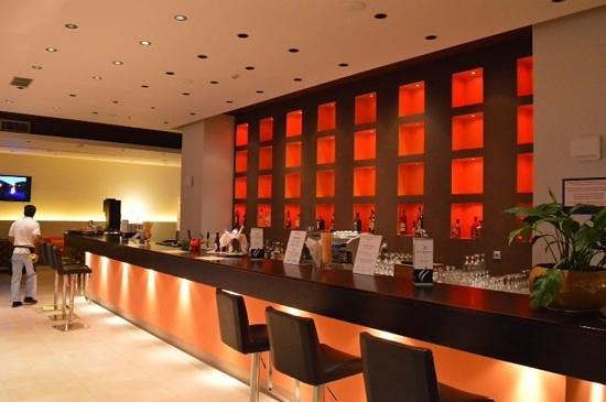 Smartline Cosmopolitan Hotel: Baren