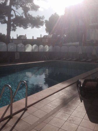 Mediterranean Bay Hotel: The pool