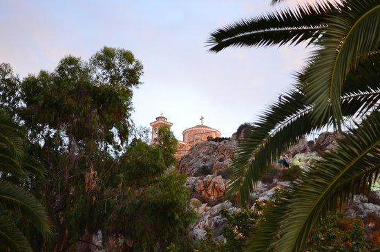 Church of Profitis Elias: Вид от подножия скалы