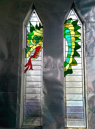 Solomon's Castle : stained glass dragon