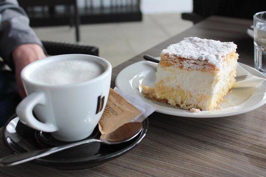Slovenia Private Tours: Bled Cream Cake