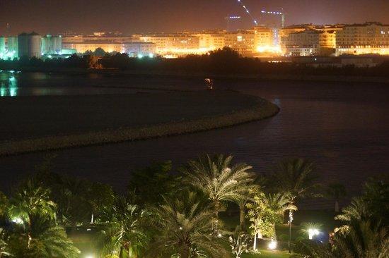 """Grand Hyatt Doha Hotel & Villas : Blick auf Hotelgarten und Lagune in Richtung """"The Pearl"""""""