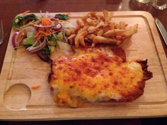Dudley Arms: Chicken Parmesan - delicious!