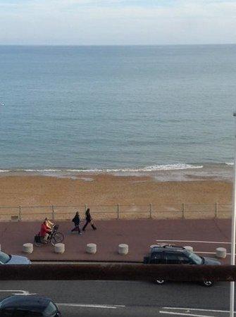 Alexanders Bed & Breakfast Hastings: seaview from room window