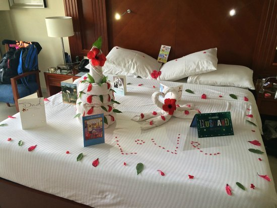 Xperience Sea Breeze Resort: Great bed art by Mohammad in 1702