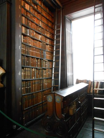 The Book of Kells and the Old Library Exhibition: Los libros