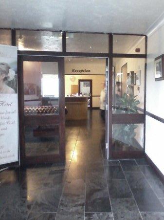 Dunes Hotel: entrance lobby