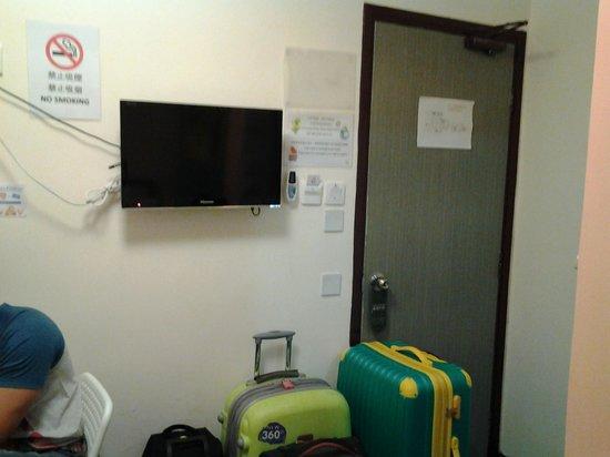 Alohas Hostel: the room door