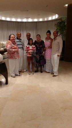 Holiday Inn Cartagena Morros : La familia en el Lobby