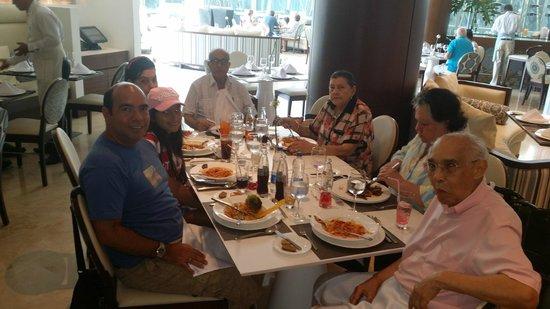 Holiday Inn Cartagena Morros: Disfrutando de un almuerzo inolvidable!!