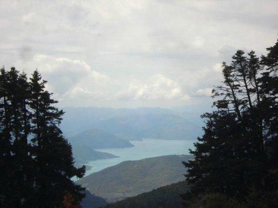 To Archontiko Tis Marias : KREMASTON LAKE
