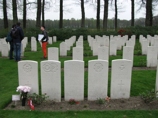 History Trips : Arnhem/Oosterbek war cemetery