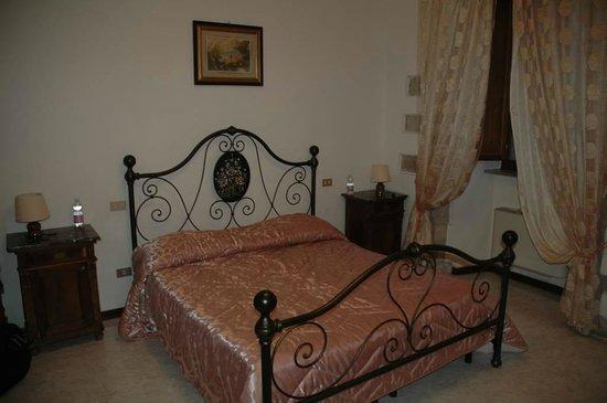 Residenza di Via Piccardi: Camera all'ultimo piano - Letto matrimoniale