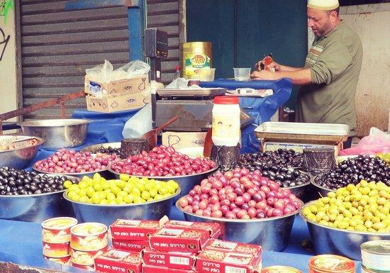Carmel Market (Shuk Ha'Carmel) : Оливки или что-то в этом роде