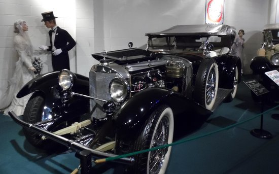 The Car and Carriage Caravan Museum: Novios