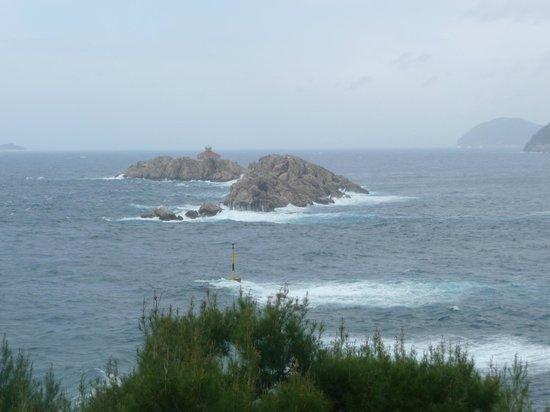 Hotel Dubrovnik Palace: Rocky islets on a rainy morning