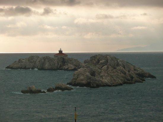 Hotel Dubrovnik Palace: Rocky islets at dusk