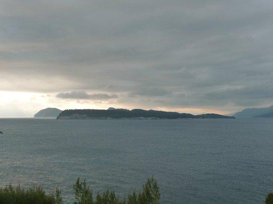 Hotel Dubrovnik Palace: Kolacep island before sundown