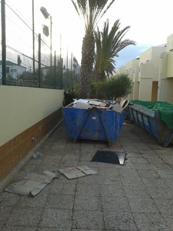 smartline Playa Park: skip outside restaurant