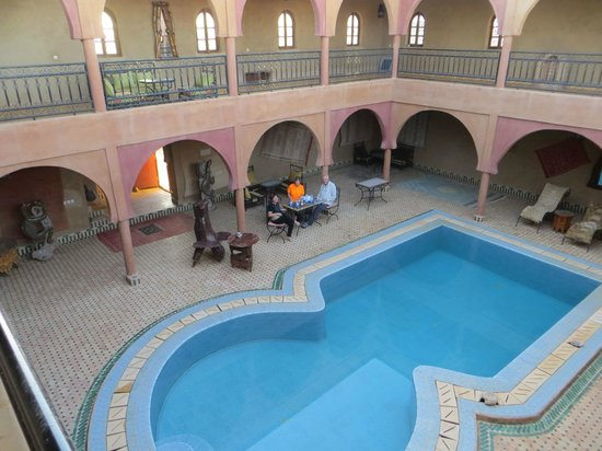 Guest House Merzouga: It is a good size pool
