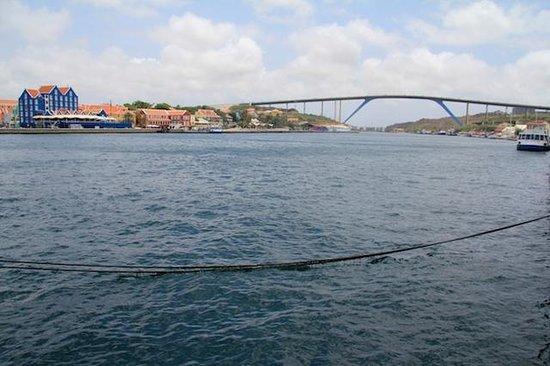 Queen Juliana Bridge seen from Queen Emma Pontoon Bridge