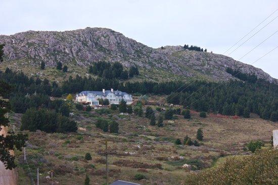 amaike Hotel Golf & Spa : Vista del hotel en las sierras
