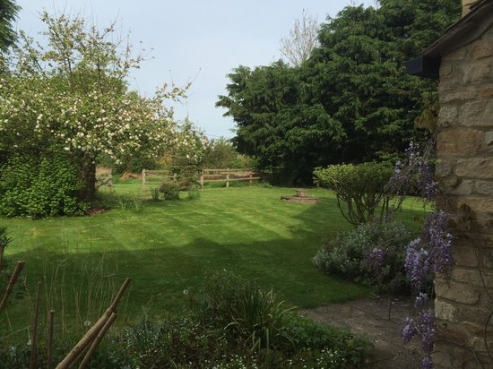 The Cotswold Plough Hotel & Restaurant: Room view