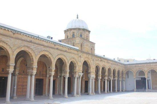 Zitouna Mosque : Plaza