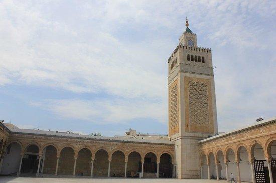Zitouna Mosque : Plaza y el minarete