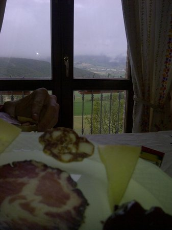 Agriturismo Casale Tozzetti : again, a view taken during breakfast