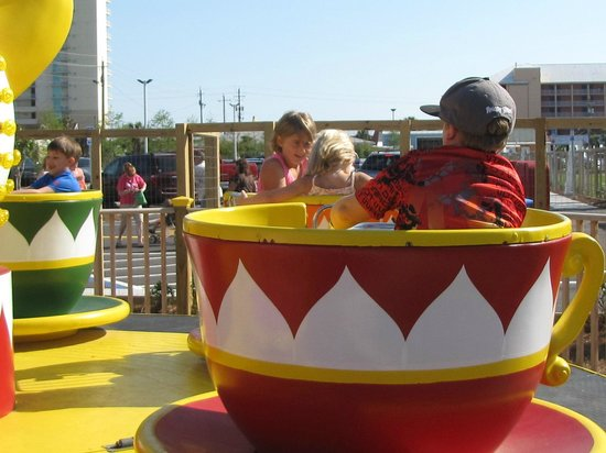 Miracle Strip Amusement Park : The tea cups are just one of the multiple rides available.