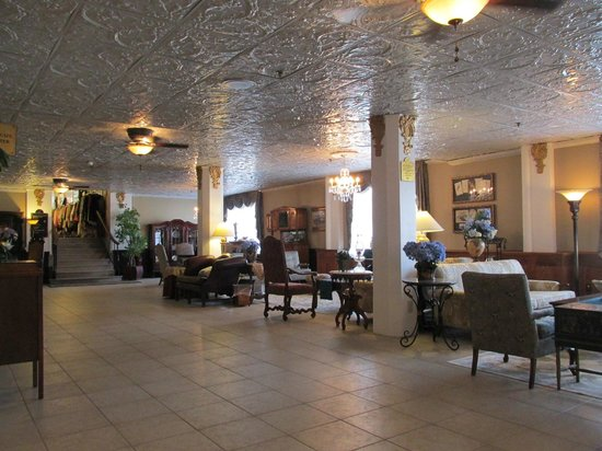 The Flanders Hotel: Love the lobby!